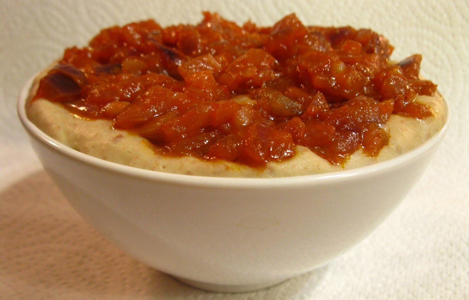 Păsulă slăită cu ceapă friptă (fasole bătută cu ceapă călită)
